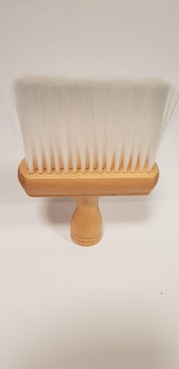 Pennellessa collo legno